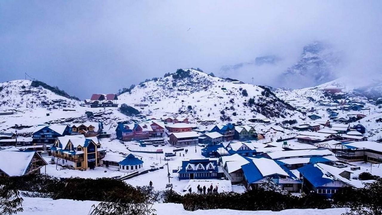 Snowfall in Kalinchowk